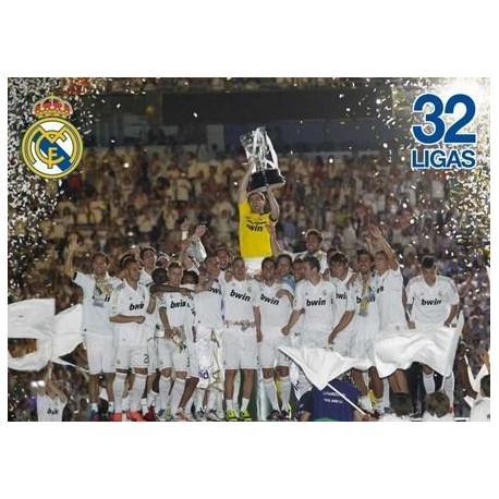 Postal Real Madrid Jugadores Alzando Copa 2011/2012