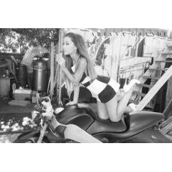 Poster Arianna Grande en Moto